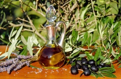 Hydrating, conditioning, Olea europaea (Olive Fruit Oil)